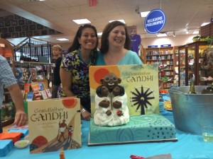 Bethany Hegedus's amazing picture book launch party featured an equally amazing cake by cakellustrator Akiko White!
